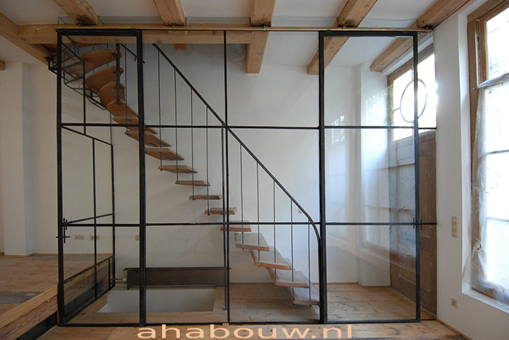 Glas staal ombouw trappenhuis